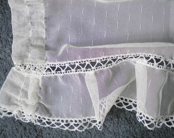 Curtain Scheibengardine ruffle unilaterally discreet top tinted white occasional splash of colour in light blue and pink vintage