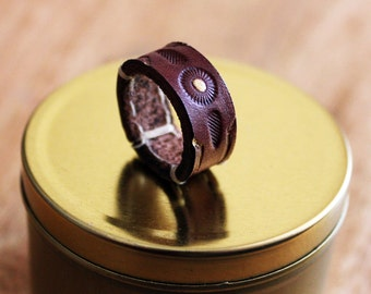 Gold nougat leather ring