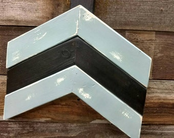 Large wall arrow - reclaimed pallets - Slate / Black painted arrow