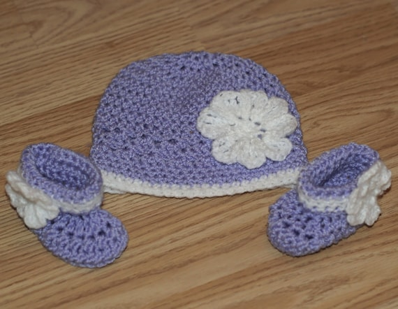 Baby hat and booties. Hat and Booties. Lilac and white hat and booties. Baby girls hat and  booties. Baby gift. Photo prop. Ready to ship.
