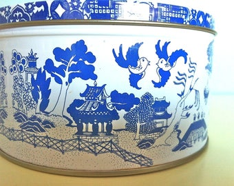 Blue and White Asian Scenery Tin Container/Asian decor/Chinese Blue and White Decor/Asian Decor/Blue and White Asian Scene/Asian Landscape