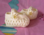 Baby girls hand knitted lemon shoes suitable for babies 36 months.