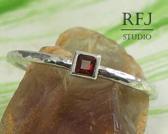 Square Natural Garnet Hammered Silver January Ring, 2x2 mm Princess Cut Red Garnet Ring Square Setting Stacking Ring Minimal Engagement Ring