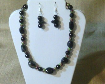195 Dramatic Black Agate Nugget and Jade Style Glass Beads Beaded Choker