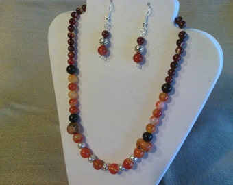 153 Gorgeous Red, Black and Carnelian Red Agate Gemstone Beaded Necklace
