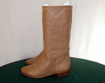 Italian made 1980s Vintage Sz 6.5m Women light brown mid calf flat riding boots.