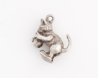 Small Kitty Cat Charm Pendant, VJ #563