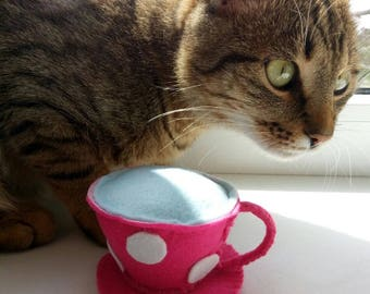 Catnip cat toy 'Cuppa Tea' - Felt catnip toy for cats and kittens - Cute toys for cats