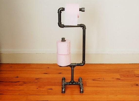 d rouleur papier toilette sur pieds style industriel en tuyaux. Black Bedroom Furniture Sets. Home Design Ideas