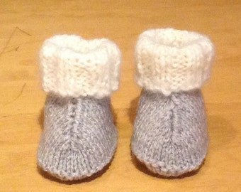 Baby booties for 0 - 6 months / Hand knitted baby boots