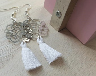 Prints large arabesques and tassels earrings