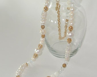 Necklace. Elegant Jewel in Authentic Oval Pearls