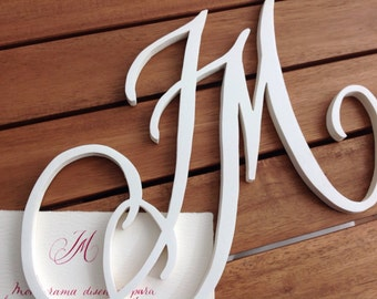 Caligrafiado in wood of two initial monogram. Decorate with calligraphy in wood. Personalized gift.