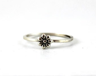 Daisy Ring - Sterling Silver Ring - Gift for her - Stack Ring - Dainty Flower Ring - Thin Dainty Ring - Flower Ring - Jewelry - Stacking