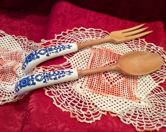 Vintage wooden fork and spoon/tong set