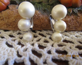 VOGUE PEARL EARRINGS, Signed Vogue, Faux Pearl, Vogue, Clip Earrings, Bridal Jewelry, Wedding
