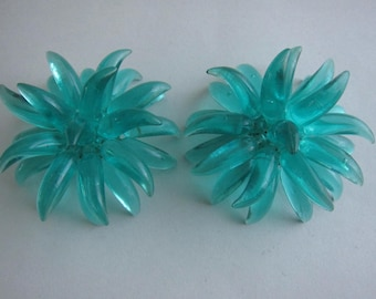 Important 60s plexi turquoise clip earrings