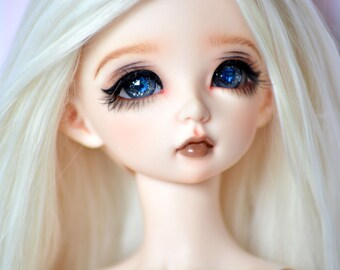 Minifee, BJD eyes in dark grey with blue swarovski elements in each eye// 14mm
