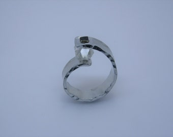 Aluminium ring with rock crystal and blackened silver rivets