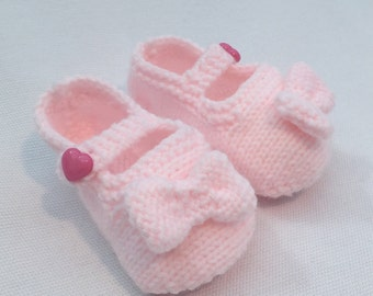 Blossom knitted baby shoe