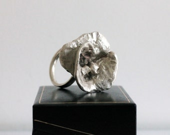 Silver flower ring with bronze details