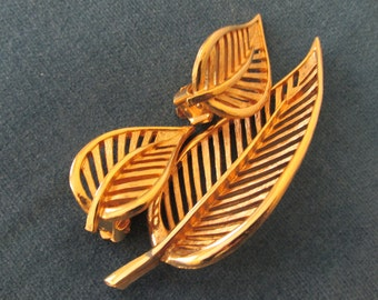 Gold Leaf Pin & Earring set