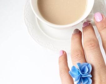 Blue hydrangea ring, botanical ring, delicate ring for rustic wedding, botanical jewelry, wood wedding ring, Blue flower ring