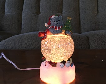 A Vintage  Dillards Trimmings Christmas Electric Cat Skimmer Water Globe