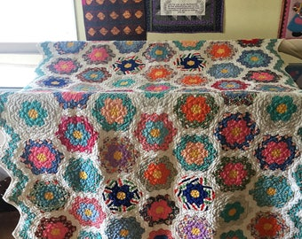 Grandma's Garden Vintage Hand Pieced Quilt Beautifully Quilted