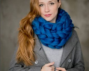 SALE!!! Chunky knit Infinity Scarf, Cowl.  Soft Merino wool - arm knit chunky scarves, Perfect Gift!