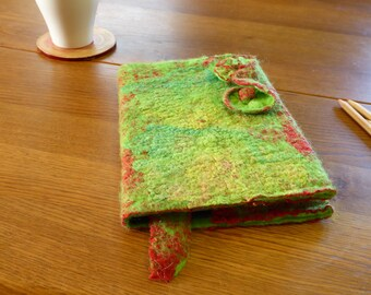 Groen,rood boekomslag, handgevilte boek cover, A5 formaat, incl. boekje, merinoswol,zijdehankies, cover,dagboek,gastenboek,cadeau, cadeau