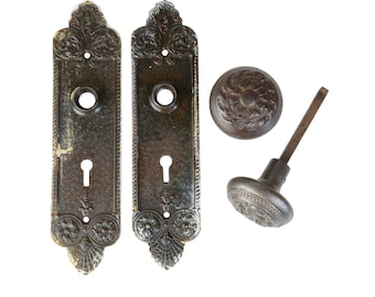 antique ornate yale & towne cast iron knobset