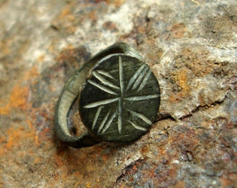 Ancient Bronze children's Ring with a Windrose Symbol / late Middle Ages 16th-17th Century AD / Original Authentic Artifact / 12 mm