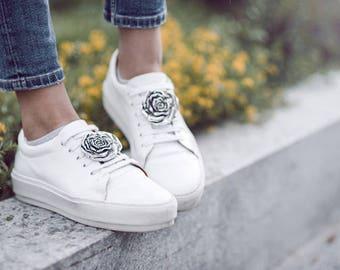Rose silber- SneakerBug, Accessoire - Brosche für Schuhe.