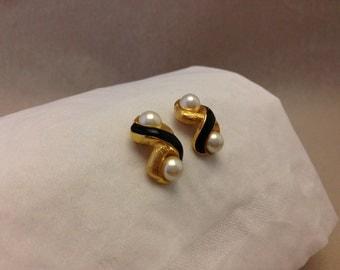 Vintage Infinity Pearl Earrings