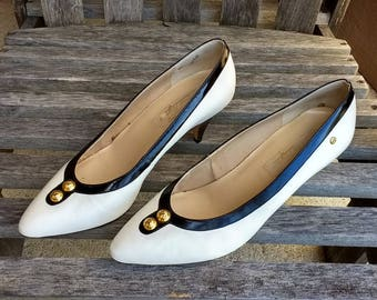 Vintage Etienne Aigner Original Handcrafted Leather Cindy White and Navy Women's Shoes 9M Made in Brazil