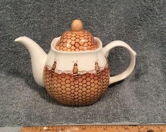 Tea Potceramichand Painted Honeybee Small PotFine China