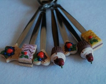 Spoons with a decor from polymer clay