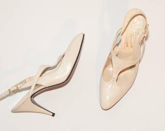 Rosina Ferragamo Schiavone \\ Vintage Shoes \\ Ivory White T-Strap Pumps