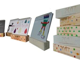 Design calendar stand made of wood (Дизайнерские календари на деревянной подставке)