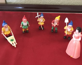 Snow White and dwarves cake toppers