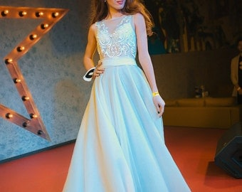 Light ivory wedding dress with tulle and lace, with plume, non-corset, summer wedding gown, buttons on the back