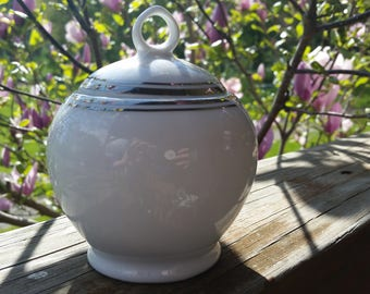ROYAL DOULTON Royal Platinum Fine Porcelain Lidded Sugar Bowl