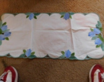 """15 1/2"""" x 33"""" appliqued table runner with tulip design"""