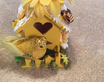 The yellow birdhouse
