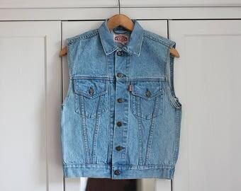 Vintage Vest Light Medium Blue Denim Jeans Top Sleeveless Chic 90s Chic Retro Unisex Women Men Clothing / Small Size