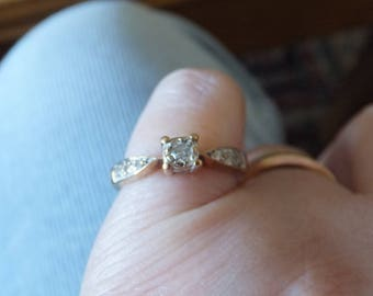 Gorgeous 9ct gold and diamond ring, size M