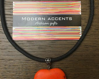 Cord necklace with bright heart pendant