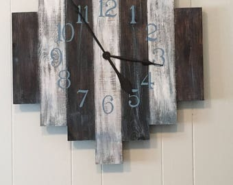 Rustic Staggered Clock