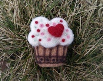 Felted wool brooch cake maffin badge sweet jewellery handmade.